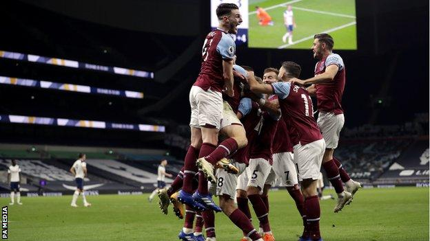 West Ham's three late goals stun Spurs in incredible draw thumbnail