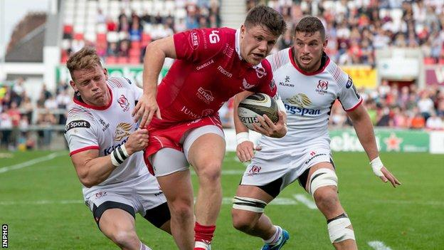 Ulster's Craig Gilroy and Sean Reidy combine to tackle Steff Evans