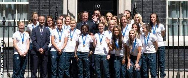 David Cameron and the England women's team