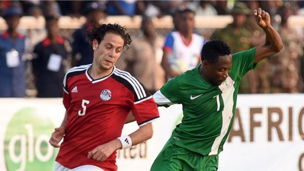 Nigeria's forward Ahmed Musa (right) vies with Egypt's defender Ibrahim Salah during the 1-1 draw on 25 March