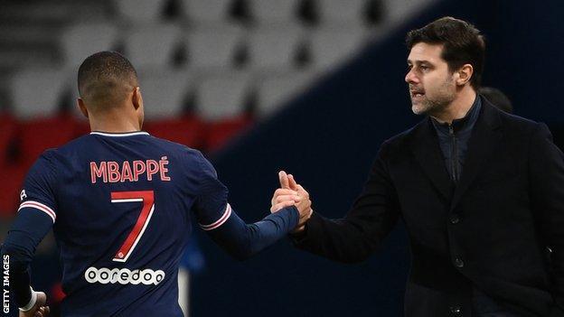 Paris Saint-Germain's forward Kylian Mbappe (L) celebrates with head coach Mauricio Pochettino