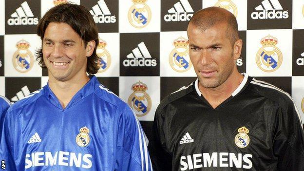 Santiago Solari with Real Madrid team-mate Zinedine Zidane in July 2004