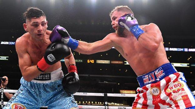 Marcelo Esteban Coceres (left) is punched by Billy Joe Saunders (right)