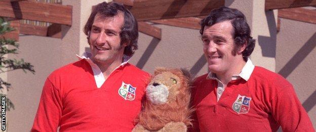 Gareth Edwards and Phil Bennett