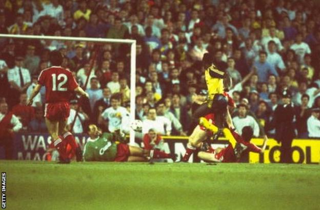 Michael Thomas scores for Arsenal against Liverpool at Anfield