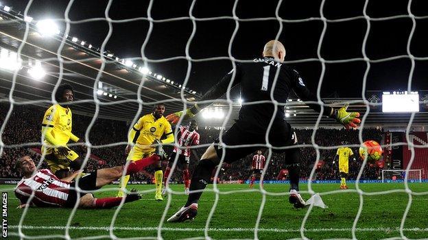 Oriol Romeu scores Southampton's equaliser against Aston Villa