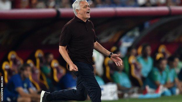 Jose Mourinho sprints down touchline.
