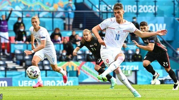 EURO 2020 Report [2021]: Croatia vs Czech Republic 1-1 - Schick penalty puts Czechs on verge of last 16 with Croatia draw