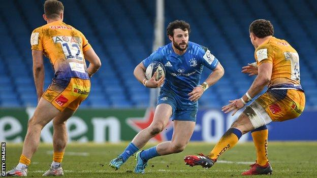 Leinster's Robbie Henshaw runs with the ball