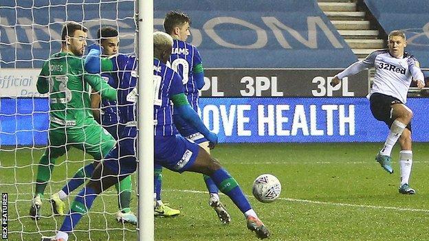Martyn Waghorn scores