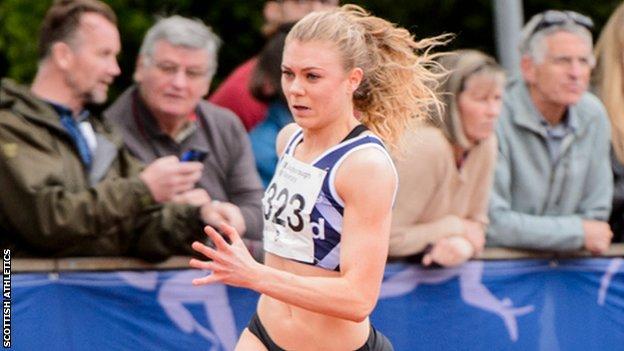 Beth Dobbin running at Loughborough in 2017
