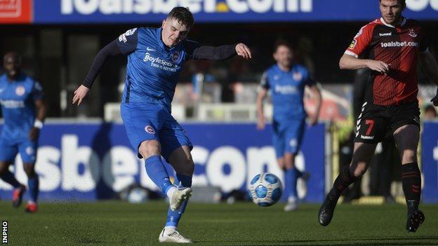 Irish Premiership: Crusaders hold Larne in six-goal thriller - BBC Sport
