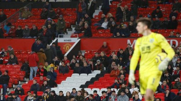 Manchester United Lose 2 0 To Burnley Pundits And Fans React Bbc Sport