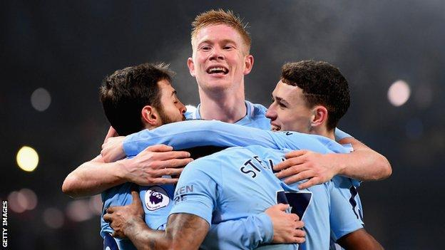 Kevin de Bruyne with his team-mates