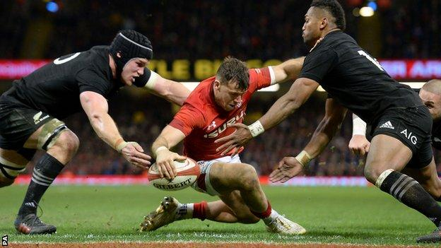 Gareth Davies's second-half try hinted at a Welsh comeback before New Zealand stretched away