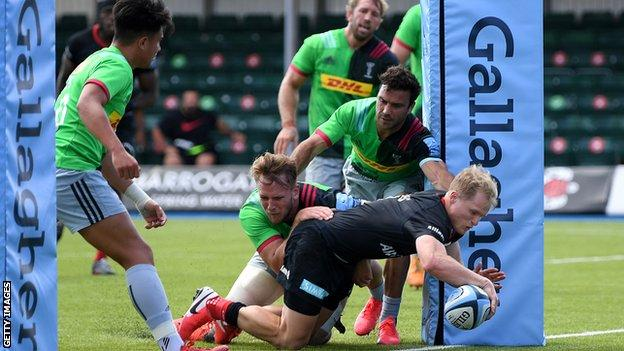 Aled Davies scores a try for Saracens