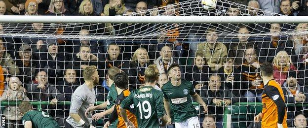 Dundee Utd's Ryan Dow (18) scores his side's third goal of the game