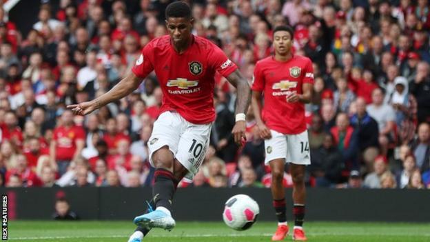 Marcus Rashford scores for Manchester United
