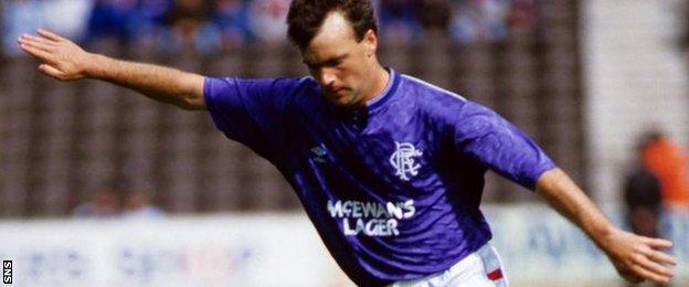 Davie Cooper in action for Rangers