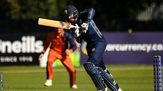 स्कॉटिश बल्लेबाज कैलम मैकलियोड