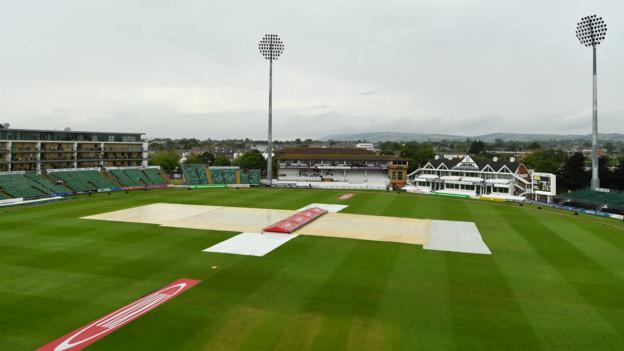 Women's Ashes: Rain halts England v Australia after Ellyse Perry's 116 thumbnail