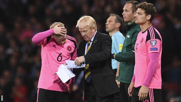 Scotland manager Gordon Strachan sends on striker Chris Martin