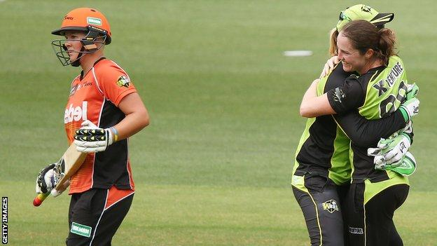 Sydney Thunder celebrate their victory over Perth Scorchers
