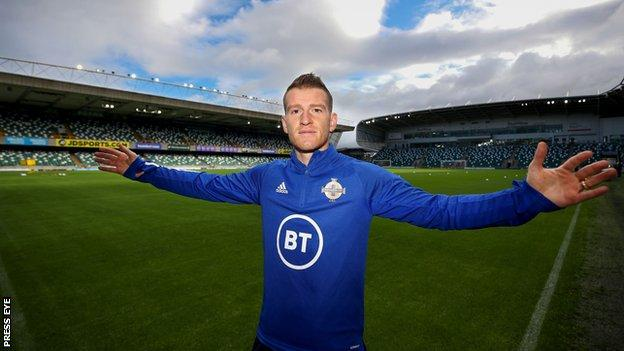 Steven Davis at Windsor Park in Belfast on Tuesday before training for the Sarajevo play-off  Steven Davis: Northern Ireland skipper 'incredibly proud' of caps record| Daily's Flash  114790244 windsor  Steven Davis: Northern Ireland skipper 'incredibly proud' of caps record| Daily's Flash  114790244 windsor