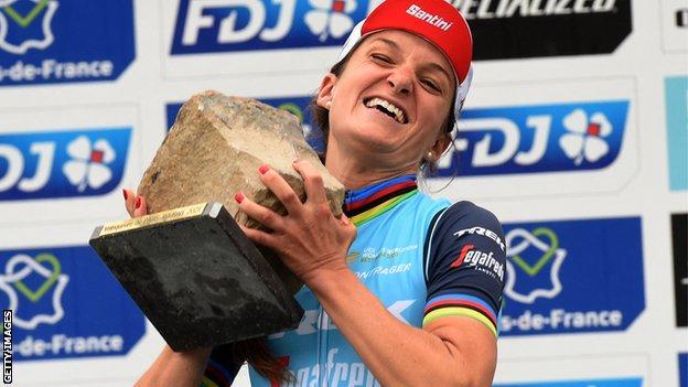 Lizzie Deignan lifts the Paris Roubaix trophy