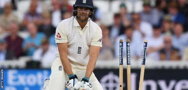 Dawid Malan is disappointed after being bowled by Kagiso Rabada