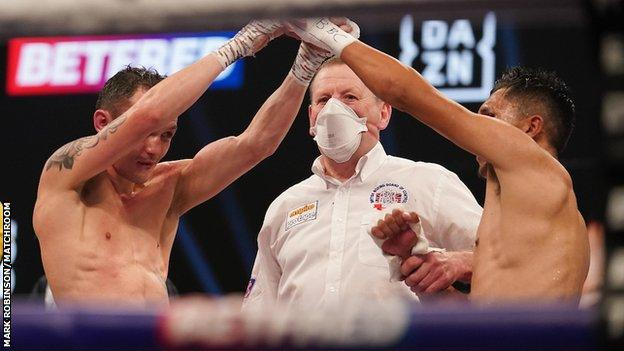 Josh Warrington raises Mauricio Lara's hand after their bout