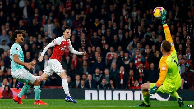 Mesut Ozil scores Arsenal's first