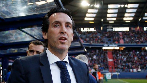 Unai Emery watches Paris St-Germain play