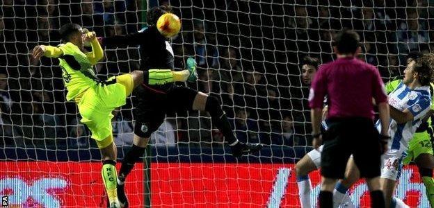 Huddersfield goalkeeper Danny Ward saves from Reading's Lewis Grabban