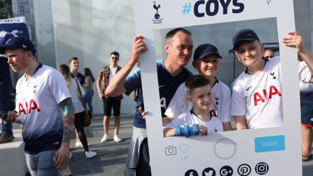 Champions League final: Tottenham fans race to make Madrid after plane damaged by bird thumbnail