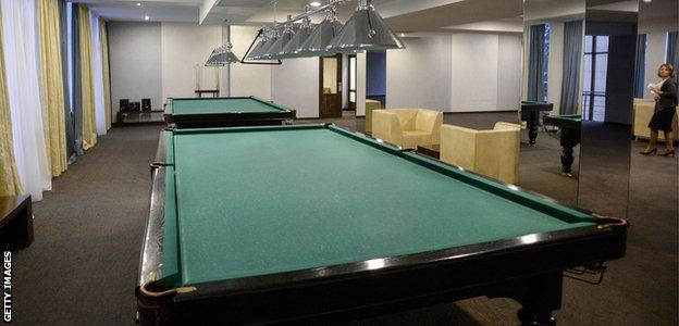 FoRestMix Hotel - snooker room