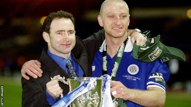 Martin ONeill and Matt Elliott of Leicester City hold the cup