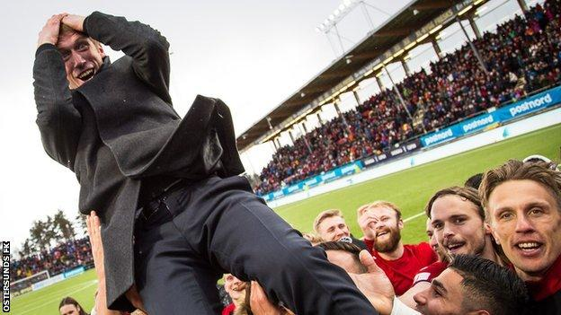 Graham Potter and players celebrate their Swedish Cup win