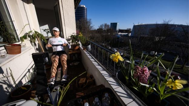 Rower Johannes Weissenfeld training on his balcony