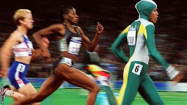 Cathy Freeman wins gold in the 400 metres, Sydney 2000