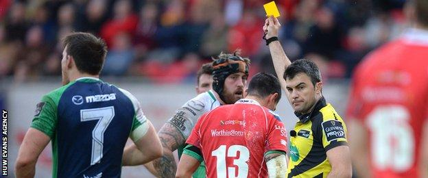 Regan King is sin-binned by Italian referee Marius Mitrea