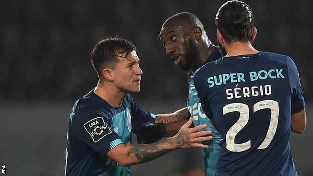 Porto's Moussa Marega quits match over racist abuse at Vitoria Guimaraes thumbnail