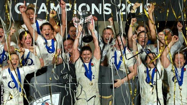 Sarah Hunter lifts the trophy after leading England to the grand slam in the 2019 Women's Six Nations