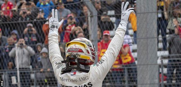 Lewis Hamilton takes pole for the United States Grand Prix