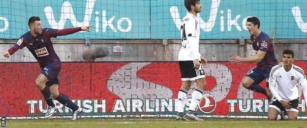 Sergi Enrich opens the scoring for Eibar against Valencia in La Liga
