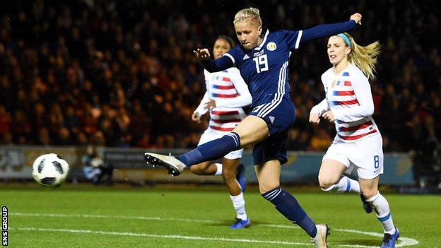 Scotland substitute Lana Clelland tested USA goalkeeper Ashlyn Harris