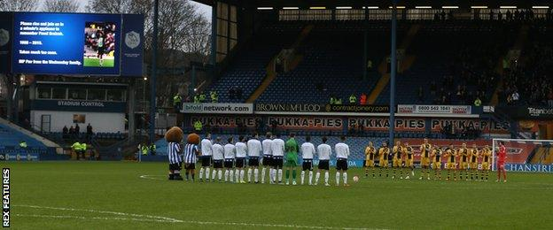 Minute's applause for Pavel Srnicek