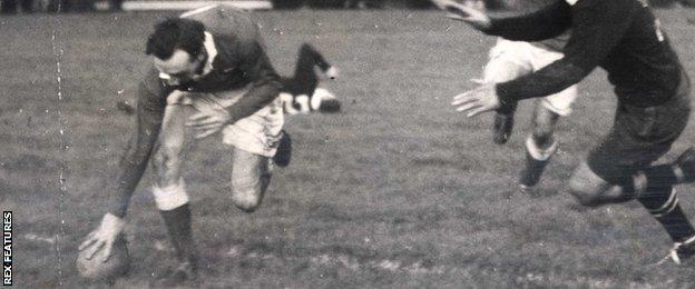 Ken Jones scores the winning Wales try against New Zealand in 1953