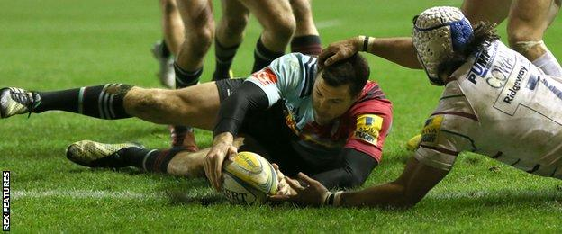 Tim Visser scores his third try of the game