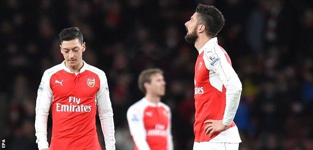 Arsenal hang their heads after losing to Swansea